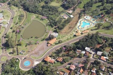 Parque dos Pioneiros oferece espaço para descansar e se divertir