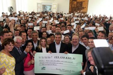 Beto Richa repassa mais R$ 122 milhões aos 399 municípios do Paraná