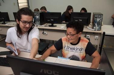 Cerca de 200 idosos já tiveram aula de informática na Unipar