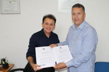 Em Joinville, Pirola busca projetos de leis para enxurradas