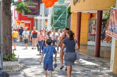Lojas abrem neste sábado e na próxima segunda em Umuarama