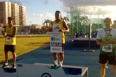 Atleta paranavaiense é campeão brasileiro no salto com vara
