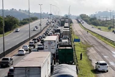 Convencido de locaute, governo começa a aplicar multas para transportadoras