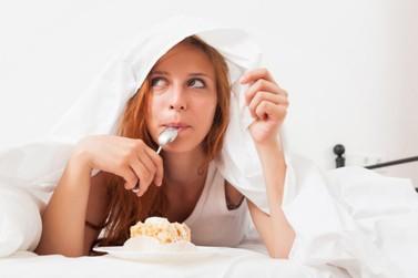 Nutricionista dá dicas e ensina receitas para amenizar a compulsão por doces