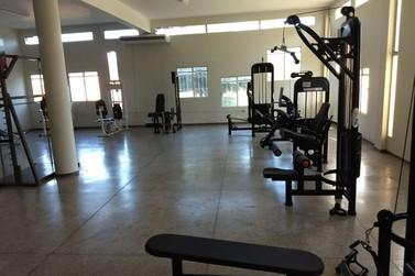 Unespar está com vagas abertas em aulas de musculação gratuitas para idosas