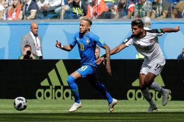 Brasil vence Costa Rica por 2 a 0 com gols de Coutinho e Neymar nos acréscimos