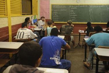 Metade dos docentes no país não recomenda a própria profissão, mostra pesquisa