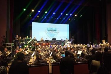 Banda da PM apresenta concerto com músicas de filmes e séries de comédia