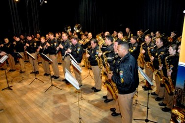 Banda da Polícia Militar realiza concerto em Paranavaí