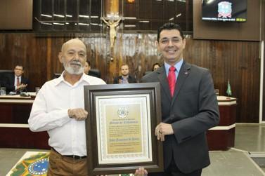 Líder comunitário João de Paula recebe título de Cidadão Honorário de Paranavaí