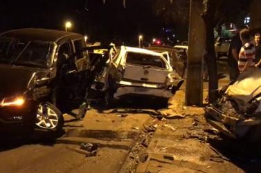 Suposto racha termina em acidente envolvendo sete veículos