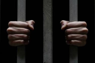 Irmãos com mandados de prisão são presos juntos em abordagem policial
