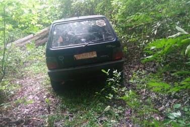 Carro furtado é encontrado abandonado no Bosque Municipal de Paranavaí