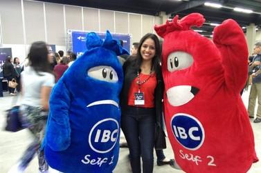 Coach de emagrecimento consciente, Gisele Rocha, participa de treinamento do IBC