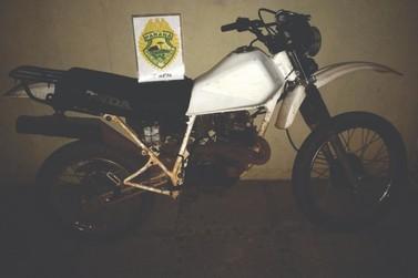 Motocicleta furtada no início da semana é encontrada na casa de adolescente