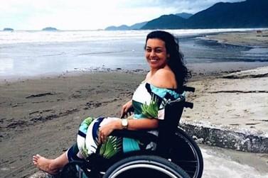 Professora com síndrome rara encontra apoio e superação nas redes sociais