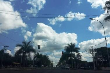 Quinta-feira de tempo quente e abafado em Paranavaí