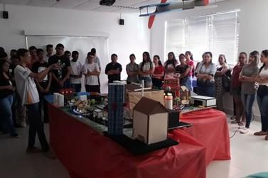 Mais de 380 estudantes participam da Feira de Profissões do Senac