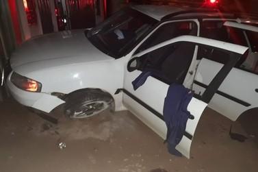Motorista embriagado é preso ao capotar carro enquanto fugia da Polícia