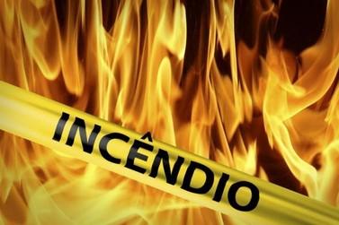 Homem fica gravemente ferido durante incêndio em residência, em Paranavaí