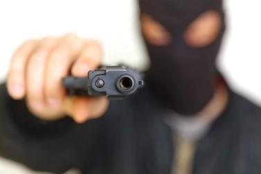 Bandidos armados e encapuzados invadem empresa e rendem funcionários no Sumaré