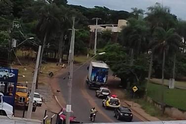 Caminhão roubado é interceptado próximo a Alto Paraná após bloqueio da PM e PRF