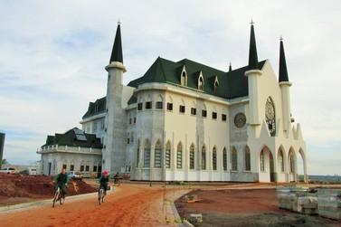 Castelo em Maringá abre para visitação e já celebra missas