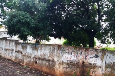 Homem é encontrado morto em terreno baldio no Jardim Iguaçu