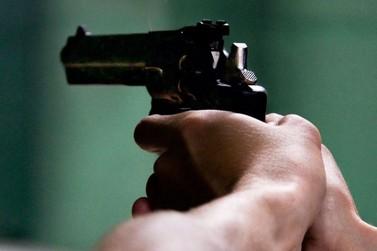 Homem leva arma de fogo para encontro religioso no Jardim São Jorge