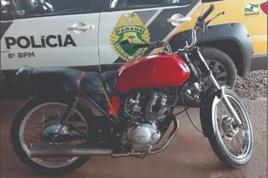 Mulher é presa após esconder moto com motor furtado trazida pelo filho