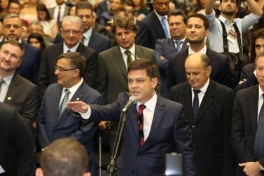 Representante de Paranavaí, Tião Medeiros toma posse como deputado estadual