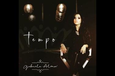 Gabriela Alonso, cantora paranavaiense, lança CD de música gospel