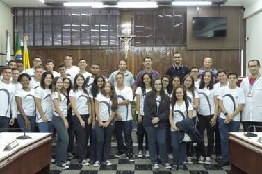 Visitas à Câmara de Vereadores levam alunos a conhecer o legislativo