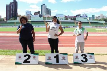Atleta paranavaiense bate recorde estadual nos JUPS, em Maringá