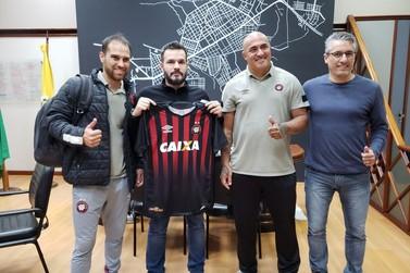 Athletico Paranaense realiza parceria com Paranavaí