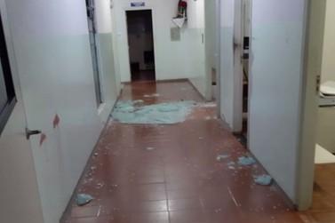 Hospital é depredado após suspeito de homicídio ser internado