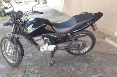 Moto furtada na Praça da Xícara é encontrada abandonada próximo ao Rio Surucuá