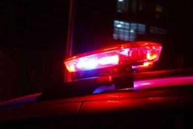 Motorista em alta velocidade causa acidente e foge sem prestar socorro