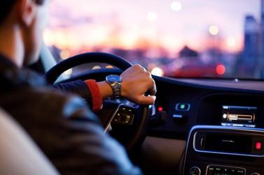 Projeto de lei que regulamenta transporte por aplicativos é aprovado