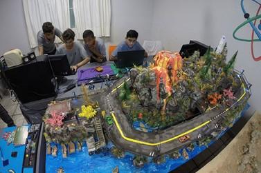 Mais de 80 crianças e adolescentes desenvolvem projeto de robótica no Cecap