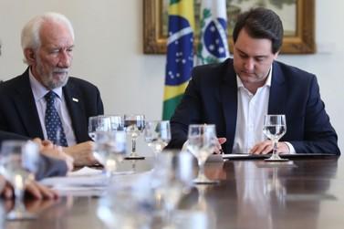 Paraná sanciona lei que congela salários do governador e secretários