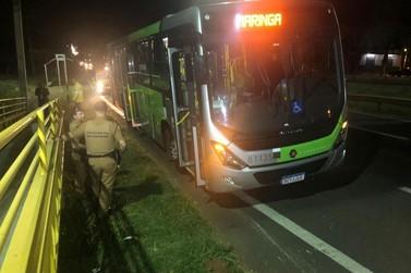 Motorista de ônibus metropolitano esfaqueia homem em briga de trânsito