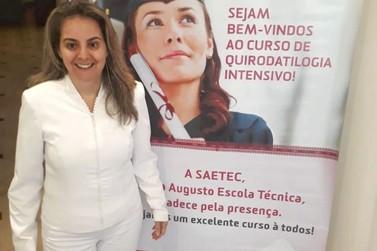 Podóloga, Dionea Bueno, participa de curso exclusivo de quirodatilogia