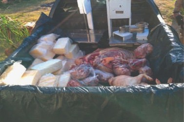 Suspeito de envolvimento em roubo de cargas é preso com carnes e queijos