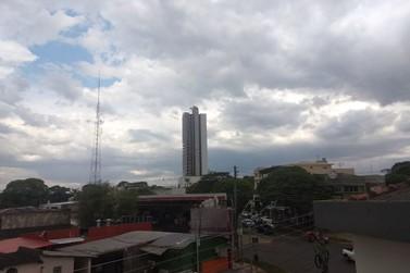 Defesa Civil alerta para risco de chuvas intensas, raios e vendaval em Paranavaí