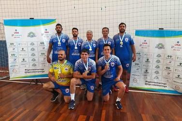 Voleibol master paranavaiense vence campeonato em Maringá