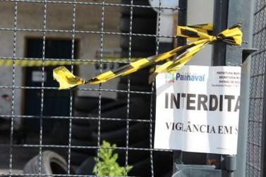 Borracharia e ferro velho com reincidência de focos de dengue são interditados