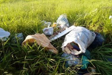 Em tempos de dengue, morador flagra terreno repleto de lixo na Chácara Jaraguá