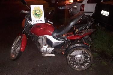 Embriagado, deficiente físico é preso após colidir moto adaptada com carro
