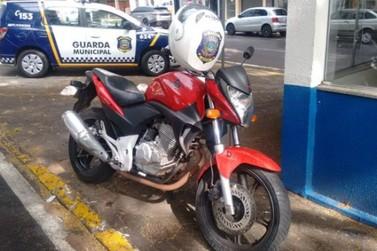 Moto com mais de R$ 50 mil em multas é apreendida na região noroeste